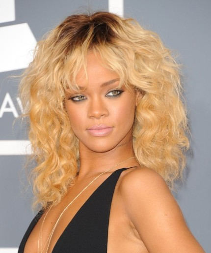 Rihanna Cute Long Wavy Hairstyles