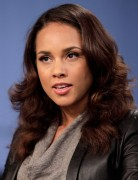 Alicia Keys Auburn Long Wavy Hairstyles 2013