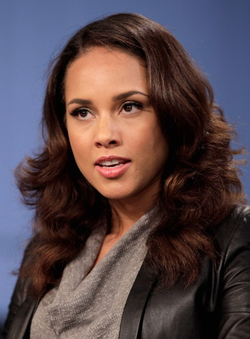 Alicia Keys Auburn Loose Long Wavy Hairstyles Popular