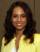 Alicia Keys Medium Wavy Hairstyles