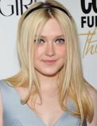 Dakota Fanning Medium Layered Hairstyles for Straight Haircuts