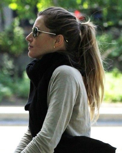 gisele bundchen classic ponytail hairstyle popular haircuts