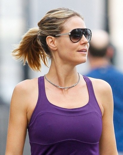 heidi klum casual ponytail hairstyle for medium hair. Black Bedroom Furniture Sets. Home Design Ideas