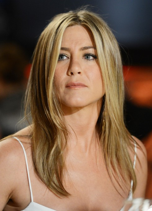 Aniston Hairstyles 2013: Easy Medium Hairstyle for Straight Hair