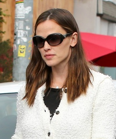 Jennifer Garner Casual Medium Haircuts 2013