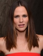 Jennifer Garner Classic Medium Straight Hairstyle