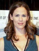 Jennifer Garner Medium Loose Wavy Hairstyles 2013