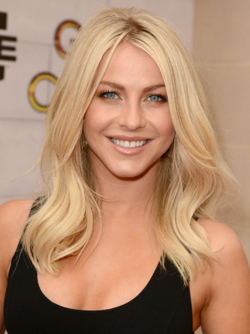 Julianne Hough Blonde Medium Wavy Hairstyle For Layers