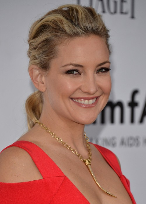 Kate Hudson Long Ponytail Hairstyle For