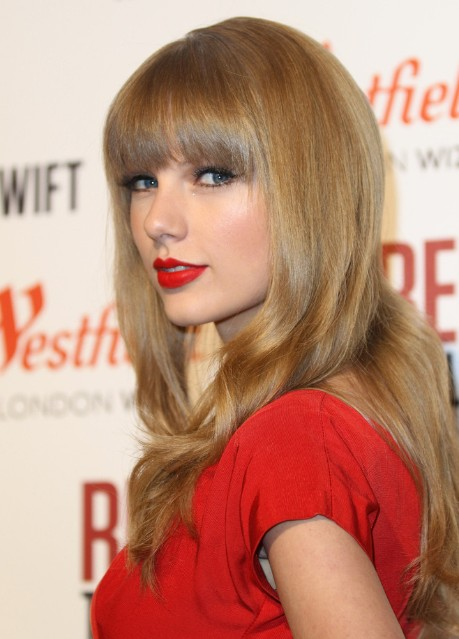 2013 Taylor Swift Long Hairstyles With Blunt Bangs