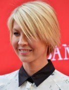 Blonde Short Layered Haircuts 2013, Jenna Elfman