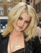 Kelly Osbourne Blonde Medium Layered Haircuts
