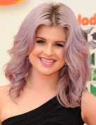 Kelly Osbourne Trendy Medium Wavy Hairstyles 2013