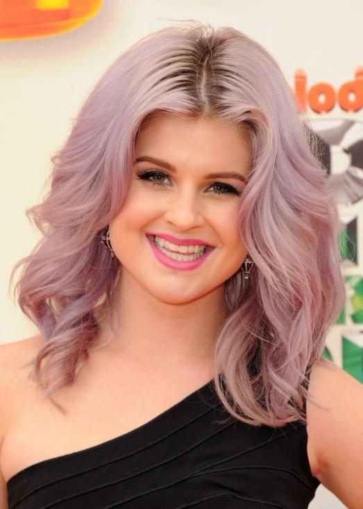 Kelly Osbourne Trendy Medium Wavy Hairstyles 2013