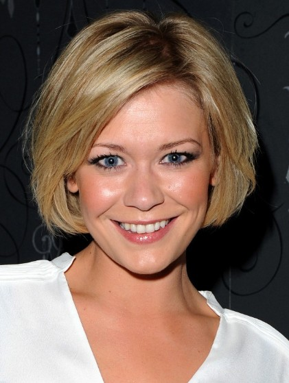 Suzanne Shaw Haircuts: Soft Blonde Short Bob Hairstyles/Bauer Griffin