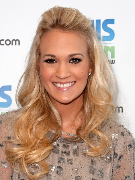 Carrie Underwood Blonde Hairstyles for Curly Long Hair