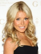 Kelly Ripa Blonde, Long Curly Hairstyle 2013