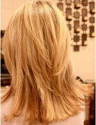 Blonde,Layered Hairstyles,Blunt Medium Haircut