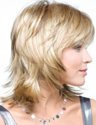 Medium Layered Hairstyle, Straight Hair
