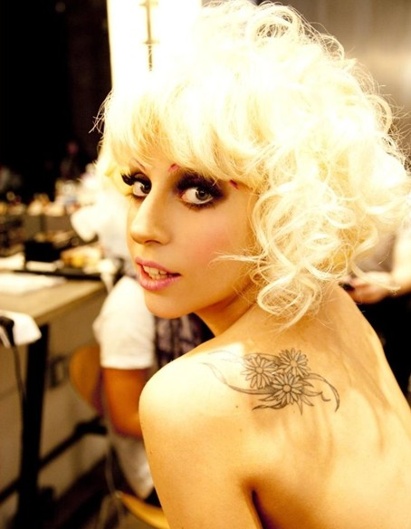 Blonde Curly Hairstyle for Short Hair, Lady Gaga Hair Styles