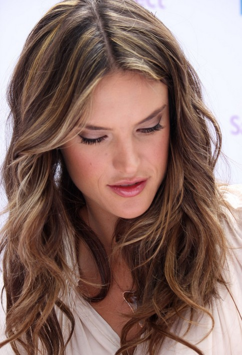 Fine Layered Light Brown Hairstyles Alessandra Ambrosio Hair Short Hairstyles Gunalazisus