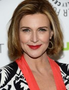 Brenda Strong's Hairstyles, Short Haircut for Women Over 50
