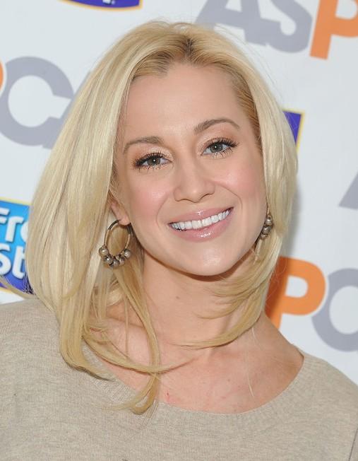 Kellie Pickler Medium Hairstyles: Easy Straight Haircut for Blonde Hair