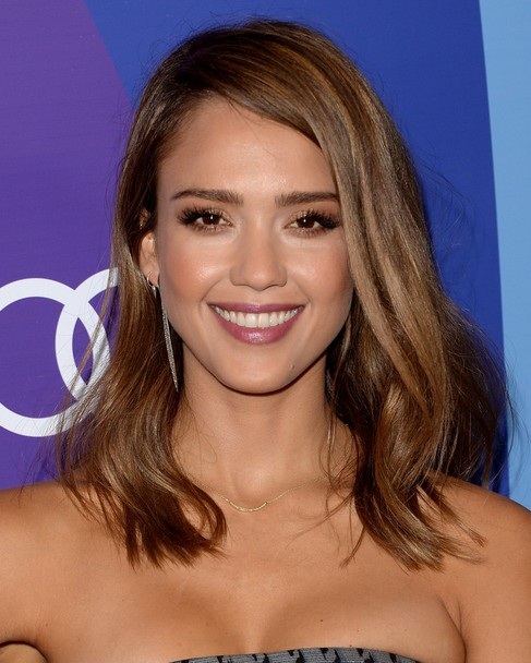 2014 Jessica Alba Hair styles: Medium Straight Haircut