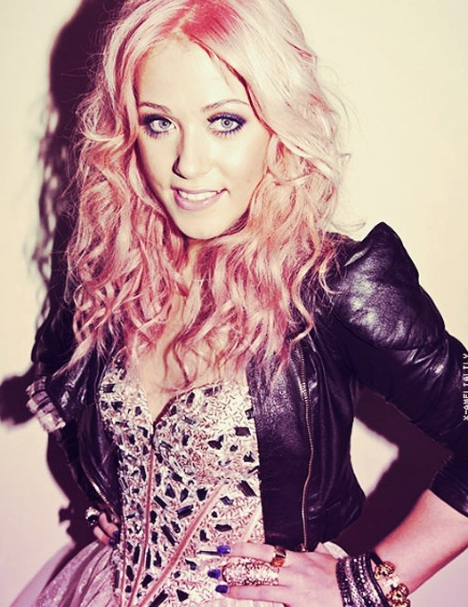 Amelia Lily Hairstyles: Bouncy Curls for Long Hair