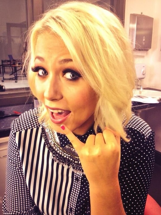 Amelia Lily Medium Hairstyles: Blonde Choppy Hairstyle