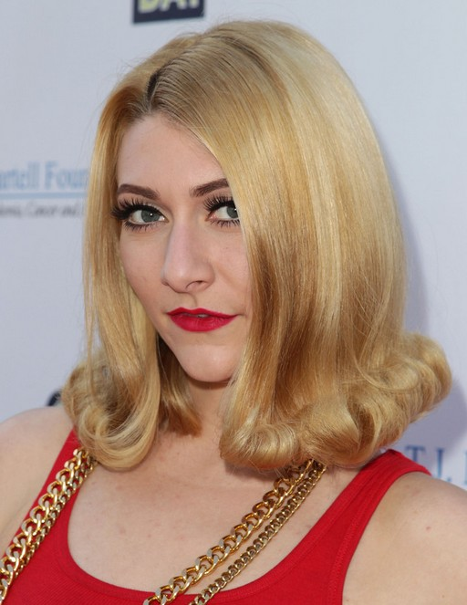 Amy Heidemann Hairstyles 2014: Retro Curly Hairstyle for Medium Hair