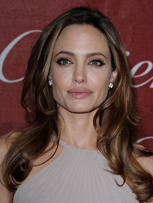 Angelina Jolie Hair Styles: Long Wavy Hairstyle