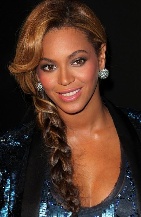 Beyonce Knowles Hair Styles 2014: Super Luscious Side Braid