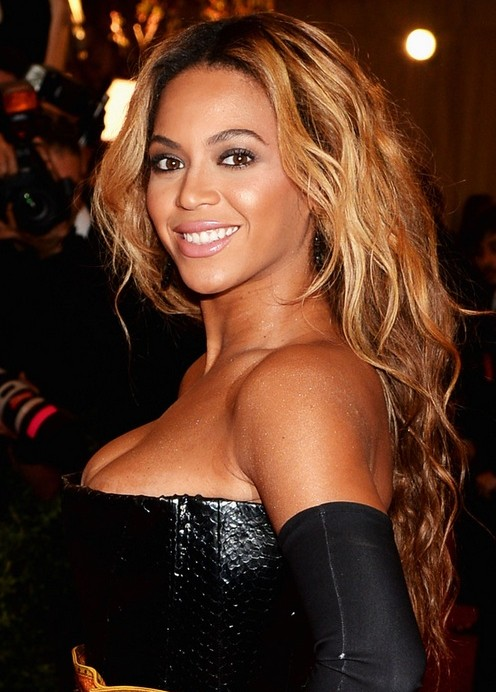 Beyonce Knowles Hair Styles 2014: Super Luscious Side Braid Beyonce Knowles