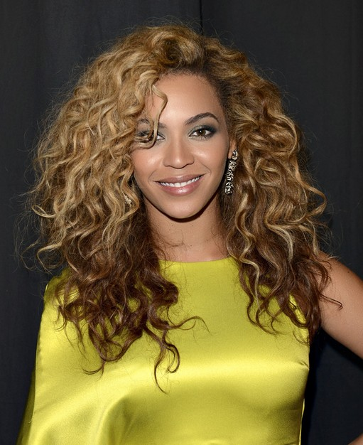 Beyonce Knowles Hairstyles: Blonde and Chestnut hair