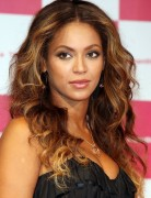 Beyonce Knowles Hairstyles: Voluminous Long Hair