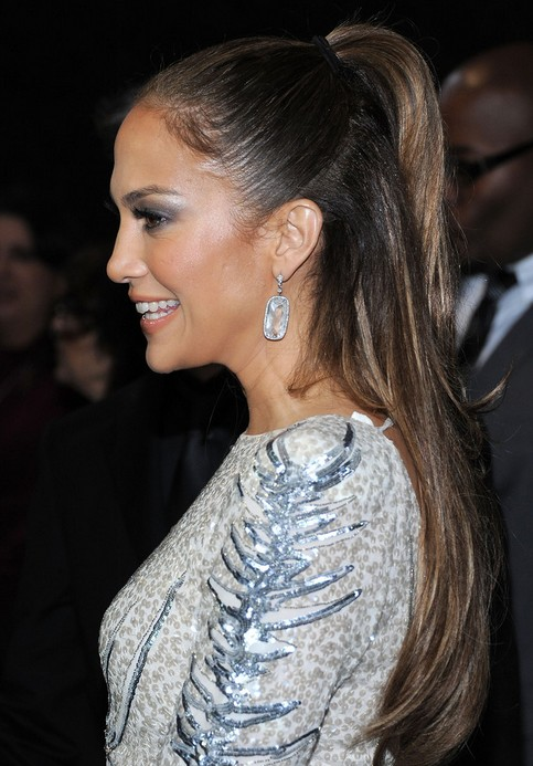 Jennifer Lopez Hairstyles: Simple Half up, Half down Hairstyle