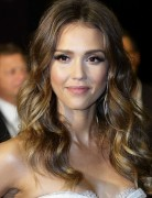 Jessica Alba Hairstyles: Long Wavy Hair for Center Part
