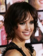 Jessica Alba Hairstyles: Messy Short Haircut