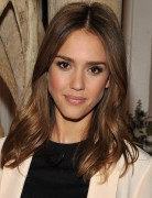 Jessica Alba Hairstyles: Sleek lustrous Medium Hairstyle