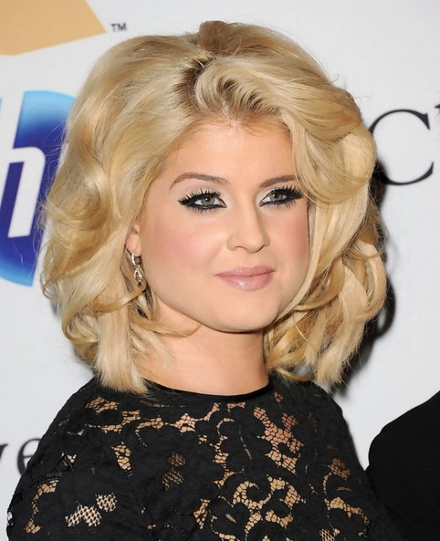 Kelly Osbourne Hairstyles: Feathered Haircut