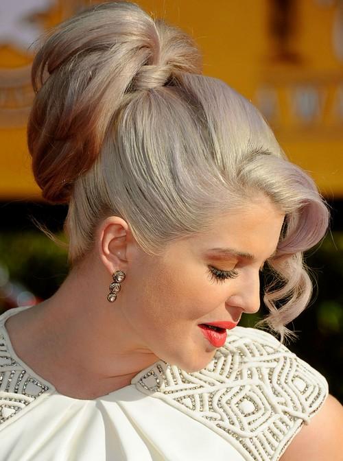 Kelly Osbourne Hairstyles: Loose High Ponytail
