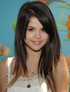 Selena Gomez Hairstyles: Blond Highlights