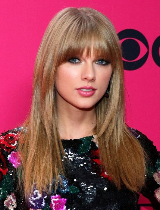 Taylor Swift Hairstyles 2014: Medium Haircut with Short Bangs