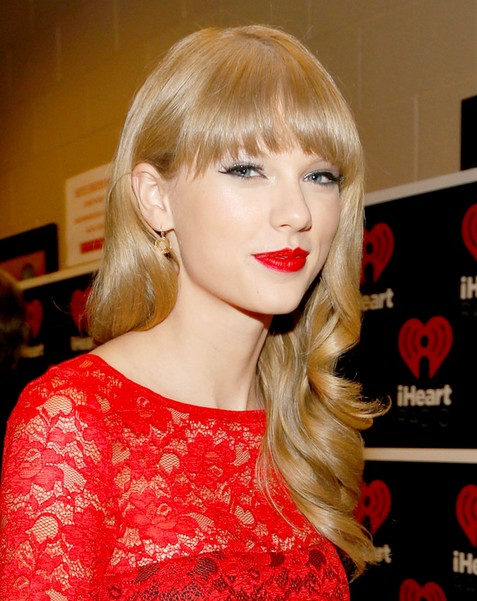Taylor Swift Hairstyles: Blonde Hair