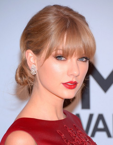 Taylor Swift Hairstyles Chignon Updo Style Popular Haircuts