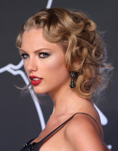 Taylor Swift Hairstyles: Flapper-Inspired Hairstyle for Night Out