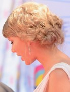 Taylor Swift Hairstyles: Retro Bun Updo