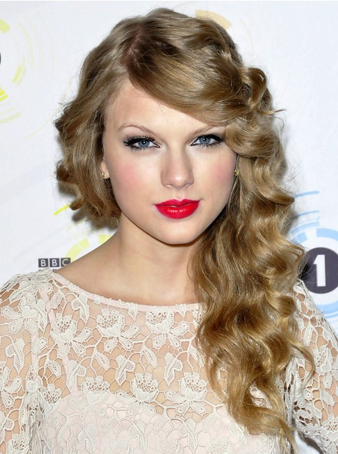 Taylor Swift Long Hairstyles Side Curls Popular Haircuts