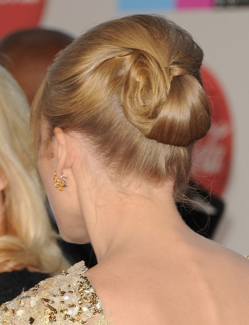 Taylor Swift Updo Hairstyles: Rolled-up Hairstyle